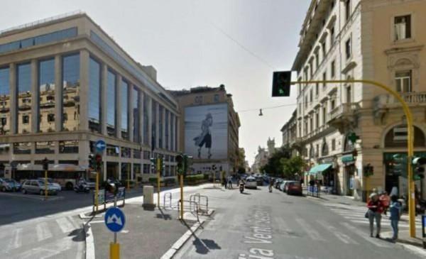 Negozio in vendita a Roma, 400 mq - Foto 1