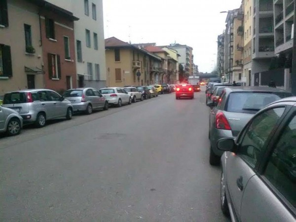 Negozio in affitto a Milano, 90 mq