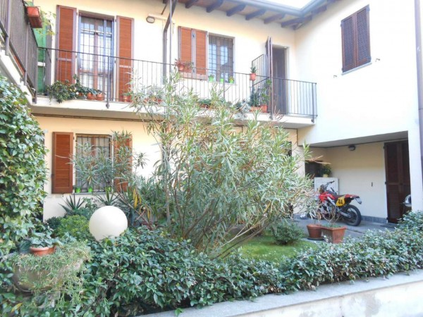Casa indipendente in vendita a Milano, Con giardino, 72 mq