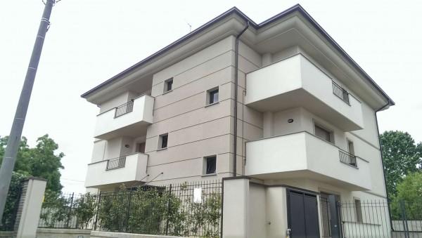 Appartamento in vendita a Desio, Confine Cesano Maderno, Con giardino, 70 mq