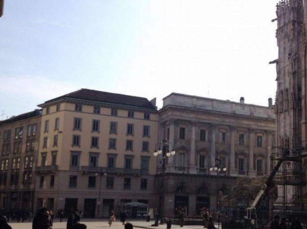 Locale Commerciale  in vendita a Milano, Duomo, 400 mq