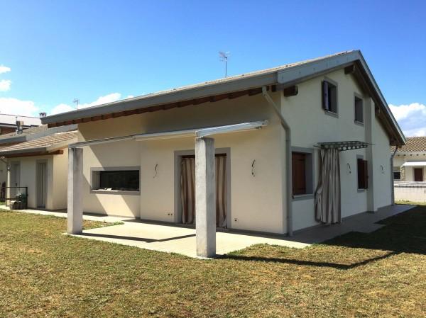 Villa in vendita a Moruzzo, Con giardino, 243 mq