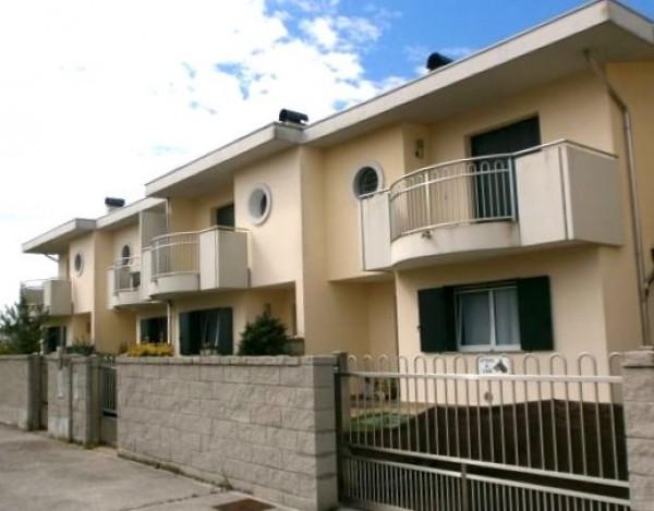 Villetta a schiera in affitto a Tavagnacco, Con giardino, 197 mq