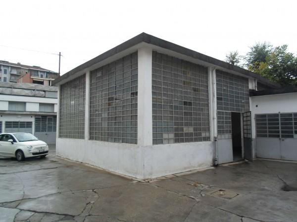 Locale Commerciale  in affitto a Torino, Corso Traiano, 100 mq