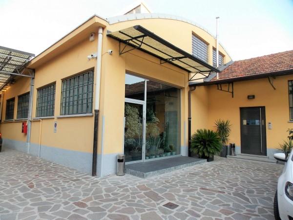 Locale Commerciale  in affitto a Milano, Ripamonti, 405 mq