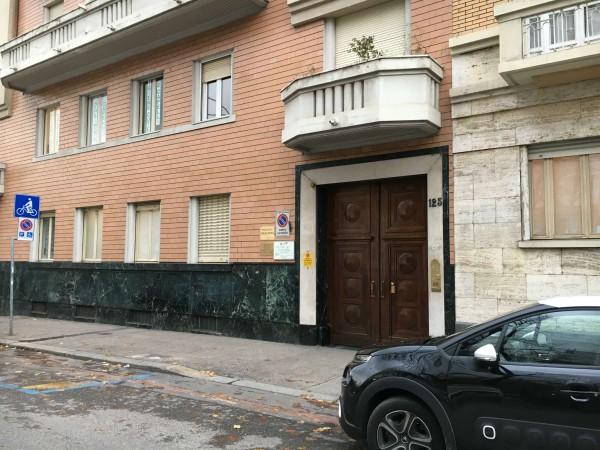 Locale Commerciale  in vendita a Torino, Residenziale, Arredato, 180 mq - Foto 1