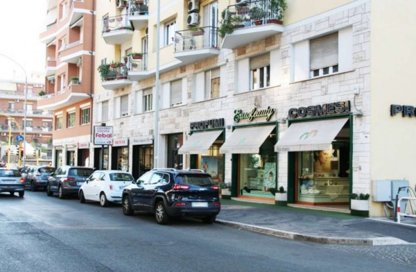 Locale Commerciale  in vendita a Roma, Colli Albani, Arredato, 200 mq - Foto 1