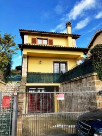 Villa in vendita a Sutri, Con giardino, 180 mq - Foto 1