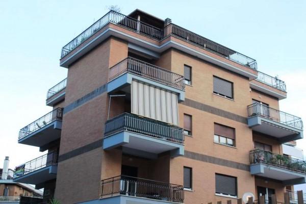 Appartamento in vendita a Roma, 65 mq