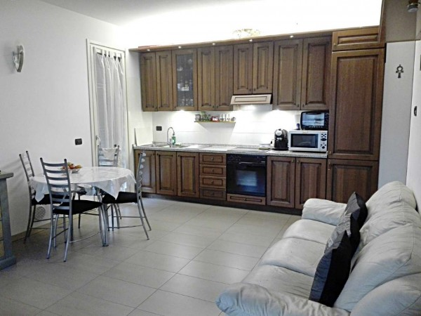 Appartamento in vendita a Muggiò, San Carlo, Con giardino, 90 mq