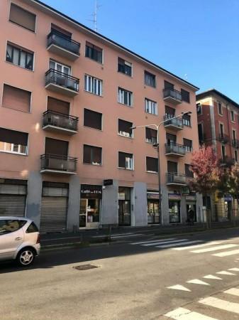 Capannone in vendita a Milano, 460 mq