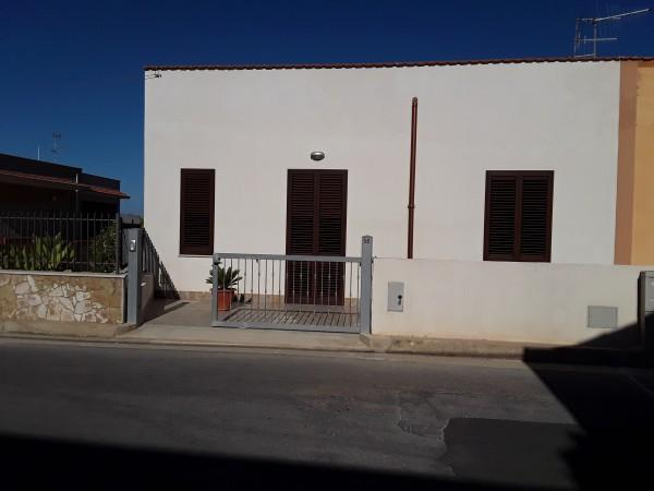 Casa indipendente in vendita a Trapani, Salina Grande, Con giardino, 100 mq