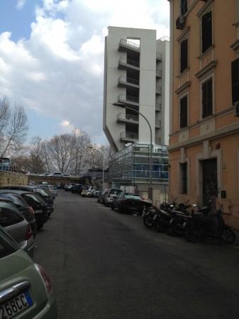 Locale Commerciale  in vendita a Roma, Ponte Testaccio, 28 mq