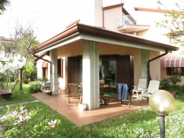 Casa indipendente in vendita a Cormons, Centrale, Con giardino, 310 mq