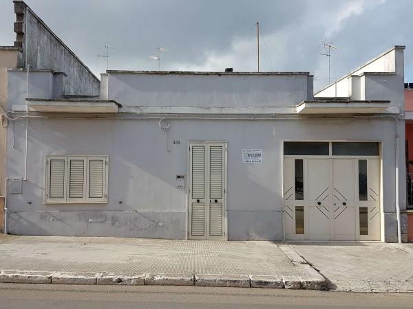 Casa indipendente in vendita a Copertino, Con giardino, 160 mq - Foto 2