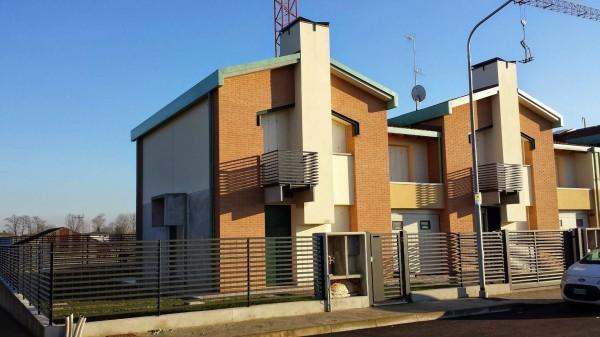 Villetta a schiera in vendita a Borghetto Lodigiano, Residenziale, Con giardino, 157 mq
