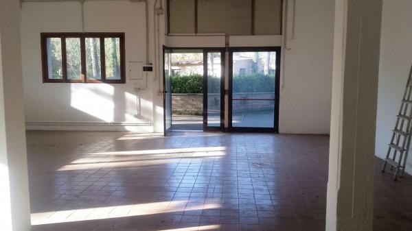 Locale Commerciale  in affitto a Roma, 100 mq