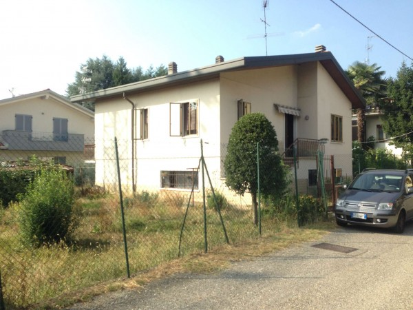Casa indipendente in vendita a Gallarate, Malpensa Uno, Con giardino, 210 mq