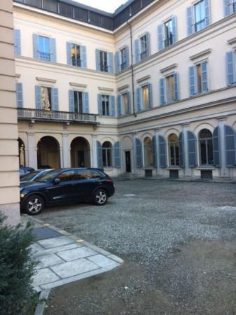 Locale Commerciale  in affitto a Milano, Via Sant'andrea, 310 mq