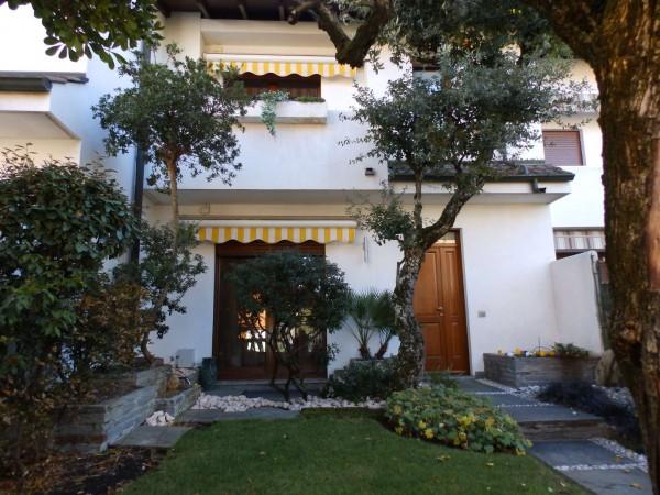 Villetta a schiera in vendita a Mariano Comense, Mercato, Con giardino, 220 mq