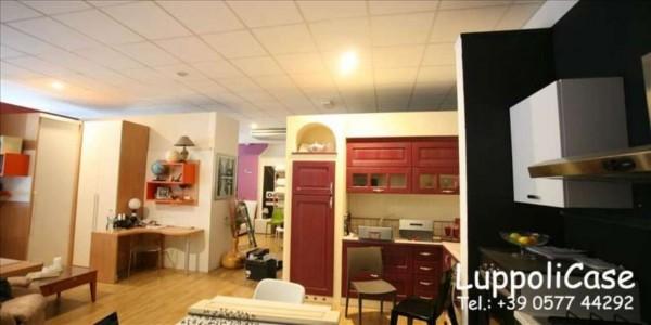 Locale Commerciale  in vendita a Siena, 135 mq - Foto 2