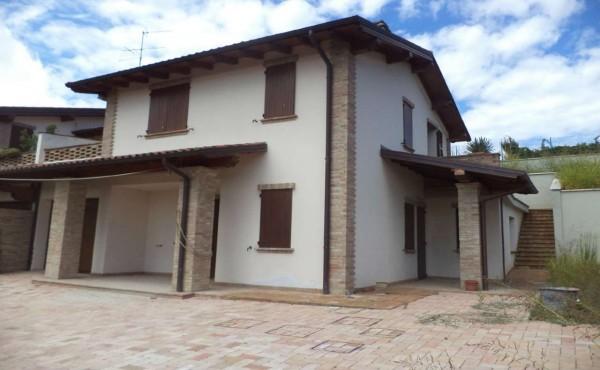 Villa in vendita a Maranello, Con giardino, 200 mq - Foto 1