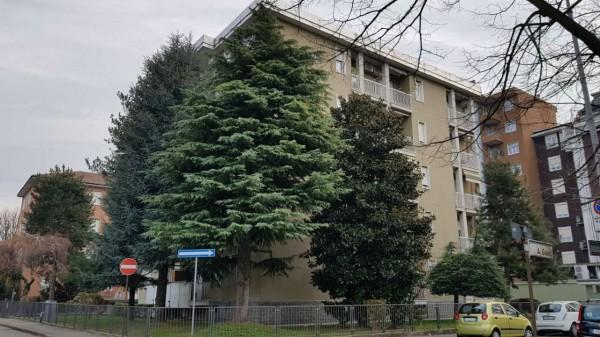 Appartamento in vendita a Muggiò, Montecarlo, Con giardino, 75 mq
