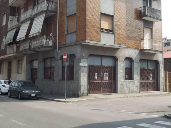 Locale Commerciale  in vendita a Moncalieri, Borgo San Pietro, 90 mq