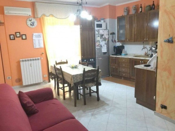 Appartamento in vendita a Muggiò, Zona Montecarlo, Con giardino, 70 mq