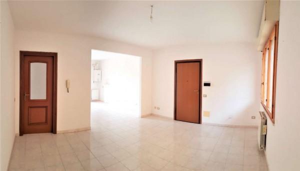 Appartamento in affitto a Serdiana, Centrale, Con giardino, 96 mq