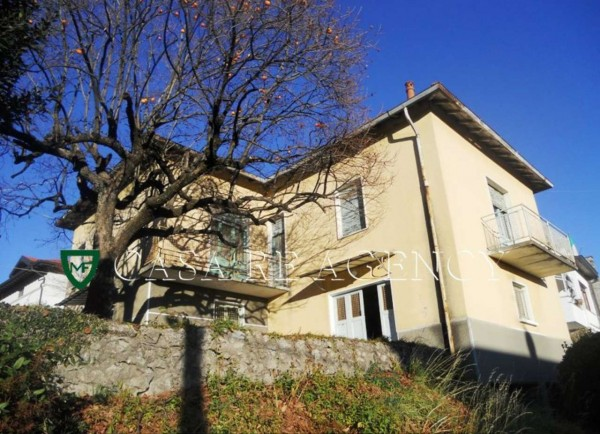 Villa in vendita a Varese, Sant'ambrogio, Con giardino, 235 mq