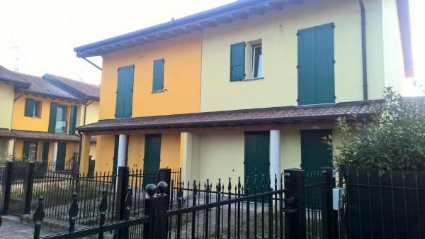Villetta a schiera in affitto a Cornaredo, Con giardino, 150 mq