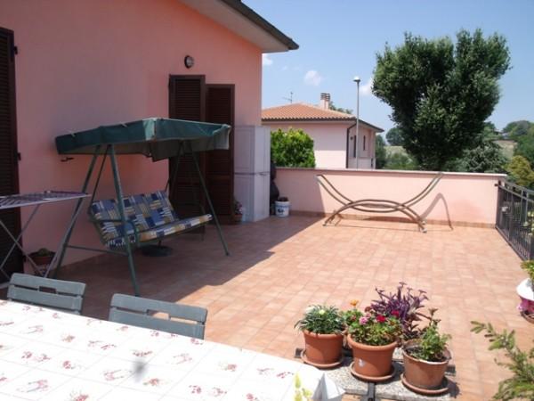 Appartamento in vendita a Spoleto, Centro, Con giardino, 90 mq