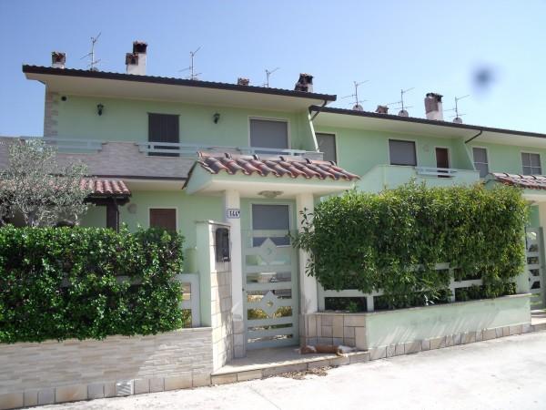Appartamento in vendita a Spoleto, San Martino In Trignano, Con giardino, 65 mq