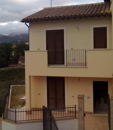 Villetta a schiera in vendita a Spoleto, Loc. Collicelli, Con giardino, 140 mq