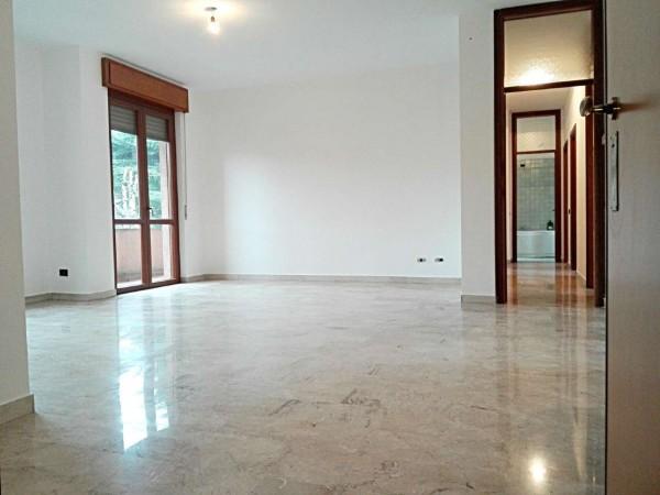 Appartamento in vendita a Verano Brianza, Centro, Con giardino, 125 mq