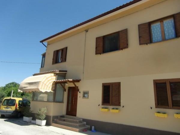 Appartamento in vendita a Spoleto, San Nicolò, Con giardino, 100 mq