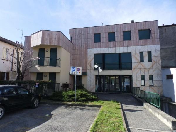 Appartamento in vendita a Cabiate, Centrale, Con giardino, 74 mq