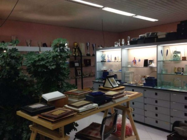 Locale Commerciale  in vendita a Monza, Centro Storico, 220 mq - Foto 4