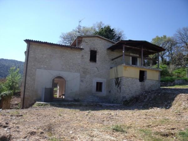 Rustico/Casale in vendita a Spoleto, A Pochi Chilometri Da Spoleto, Con giardino, 240 mq