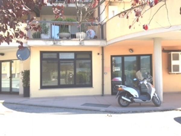 Ufficio in affitto a Spoleto, Prima Periferia, 175 mq