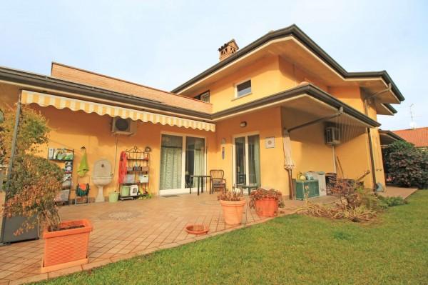 Villa in vendita a Cassano d'Adda, Vallette, Con giardino, 349 mq