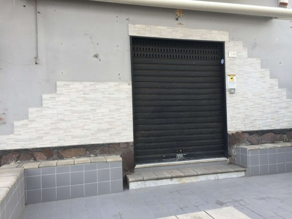 Locale Commerciale  in affitto a Sant'Anastasia, 75 mq