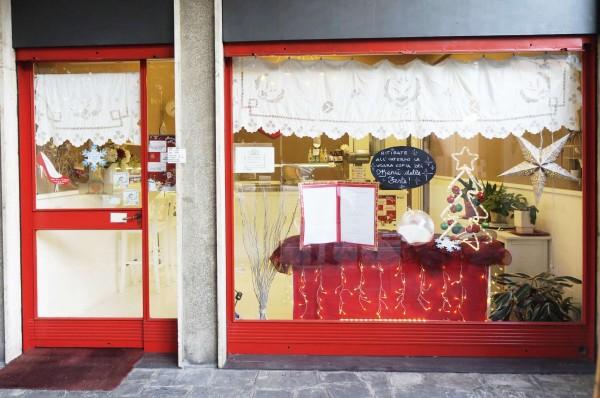 Locale Commerciale  in vendita a Caronno Pertusella, Arredato, 129 mq