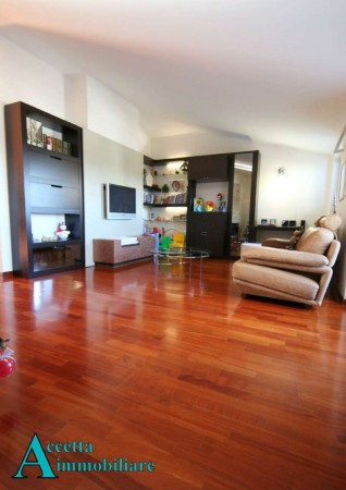 Appartamento in vendita a Taranto, Residenziale, Con giardino, 97 mq