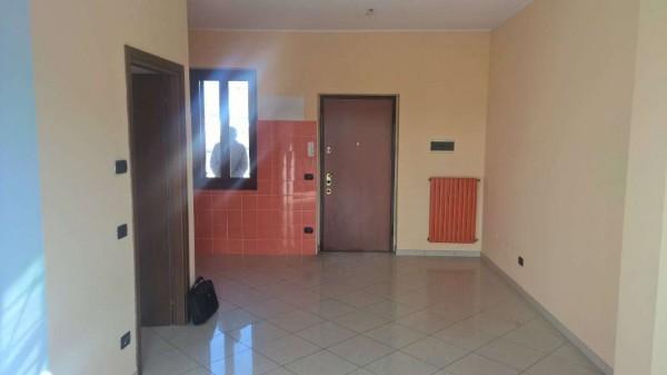 Appartamento in affitto a Vittuone, Centro, Con giardino, 60 mq
