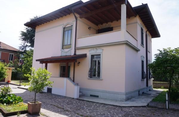 Villa in vendita a Monza, 380 mq