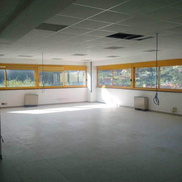 Ufficio in vendita a Genova, Molassana, 854 mq