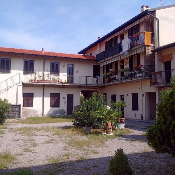 Appartamento in vendita a Gorla Minore, Ospedale, Con giardino, 90 mq