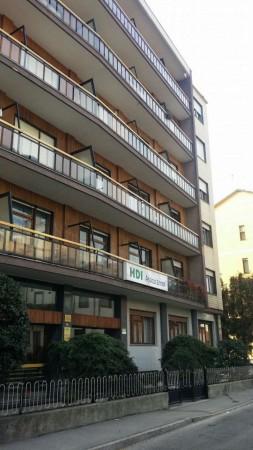 Appartamento in vendita a Nichelino, Crocera, Con giardino, 70 mq